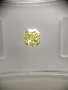 0.40 ct Radiant cut diamond Fancy Yellow SI1