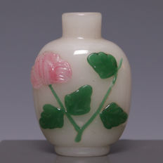 Beautiful glass snuff bottle, floral decoration and relief – China – approx. 1900–1950