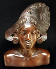 Bust sculpture of a young lady – Bali – Indonesia