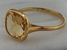 14 kt gold ring inlaid with citrine