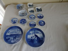 Royal Copenhagen - Thirteen different coasters and dishes, of which two with a bird decor, and 11 with various decos