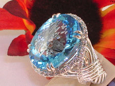 Diamond and topaz cocktail ring with 24.90 ct.