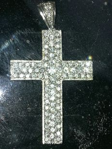 18 gold cross with diamonds totalling 1 ct, dimensions: 33 x 25 mm
