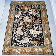 Collector's item: unique Ghom Persian rug depicting a hunting scene – Entirely made of silk – 192 x 136 cm – With certificate