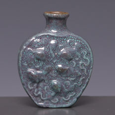 "Beautiful ""Robins egg"" porcelain snuff bottle - Fish in relief - China - Early 20th century"