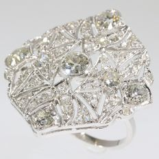 Art Deco platinum diamond cocktail ring, with 2.45 ct total diamond weight