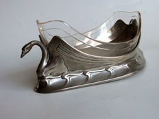 Urania Maastricht - Art Nouveau pewter jardiniere with stylized swans