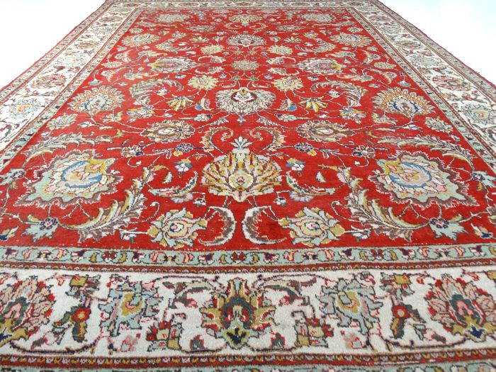"Vintage Tabriz - 360 x 262 cm - ""Showroom carpet - Oversized Persian carpet in beautiful worn condition"" - With certificate."