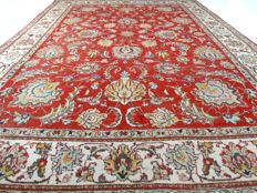 "Vintage Tabriz – 360 x 262 cm – ""Showroom carpet – Oversized Persian carpet in beautiful, worn condition"" – Please note! No reserve, bidding starts at €1"