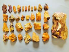 Large collection of 32 magnificent Mousterian / Neanderthal artefacts from Fontmaure 4 / 23 cm (32)