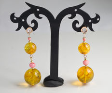 Genuine Baltic amber earrings in 14 kt gold with precious pink coral accents