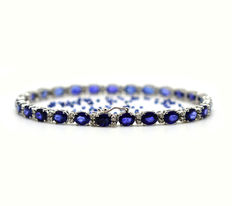 18 kt gold tennis bracelet with sapphires and brilliant cut diamonds, 12.45 ct in total. Length: 18 cm *No reserve*