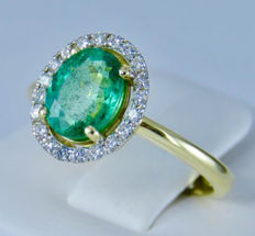 18k Yellow gold and 1.81ct Natural green Emerald set with 20 diamonds in nice Ring