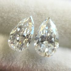 A pair of pear cut diamonds of 0.54 ct