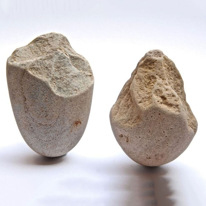 2 Paleolithic chopping tools in quartzite - 118 and 108 mm (2)