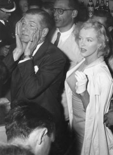 Unknown - London Express News - Marilyn Monroe, Arthur Miller and Sir Lawrence Olivier - New York - 1956
