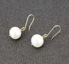 18 kt yellow gold earrings with fresh water cultured pearls ***No reserve***