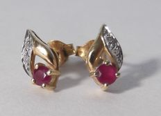 14 kt yellow gold earrings with diamond and ruby