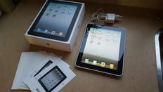 Apple iPad 1, 32GB with 3G! with Original box, Charger, etc.