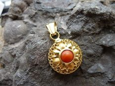 Coral pendant, 18 kt/750 - 29 x 17.3 mm - Coral - Approx. 29 x 17.3 mm