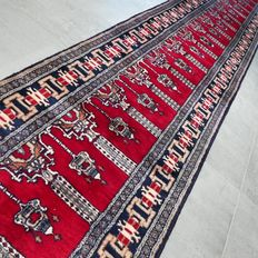 Beautiful XL Kashmir runner – 417 x 64 cm – In very good condition – With certificate