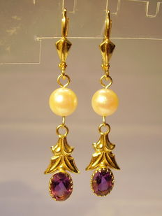 Gold earrings with amethyst (together approx. 2 ct) and real Akoya pearls