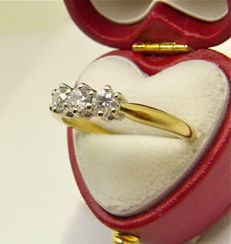 Vintage claw set 0.15ct Diamond trilogy gold ring with heart box
