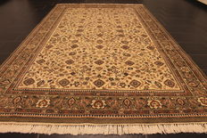 Magnificent hand-knotted oriental carpet, Indo Nain, 190 x 310 cm, made in India at the end of the 20th century