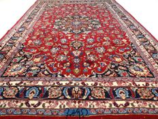 "Signed Meshed – 293 x 198 cm – ""Persian carpet in beautiful condition"""