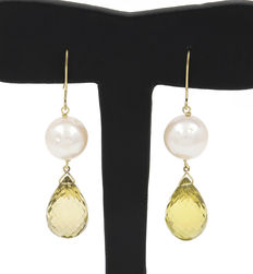 18 kt yellow gold earrings, with lemon citrine gemstones and freshwater pearls. No reserve price
