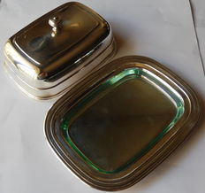 Silver plated butter dish, Christofle Paris, 20th century - Length 18 cm, width 13,5 cm. very good condition
