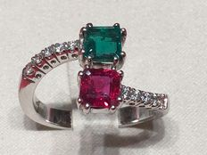 Ring in white gold with emerald, ruby and diamonds