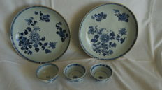 Two porcelain plates and three cups - China - 18th century