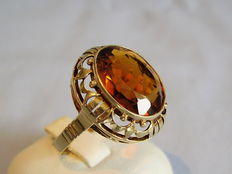 Gold ring with large golden citrine approx. 8 ct