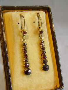 Gold earrings with rose garnet cascade