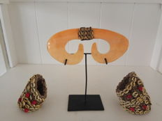 Asmat Bi-pane nose shell ornament + 2 bracelets with nassa shells - West Papua