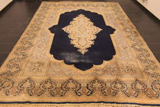 Beautiful quasie antique vintage hand-woven Persian oriental carpet, Kirman Lawer, 280 x 390 cm, made in Iran around 1970
