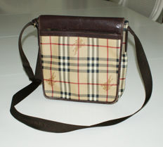 Burberry – reporter bag.