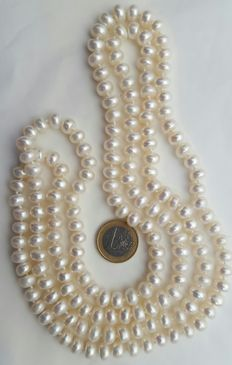 Large necklace with white freshwater cultured pearls