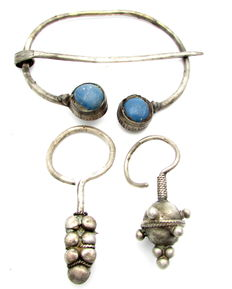 Viking Set of Silver Omega Brooch with Blue Stones and Pair of Filigree Earrings - 63 mm and 43 / 55 mm  (3)
