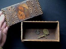 Lot 3 devotional items - old Neo Gothic reliquary/jewellery box - antique Crucifix with medallion- antique icon pendant