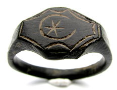 Large Bronze ring with Moon Crescent and Star depicted on bezel - 23 mm / 8.4 grams