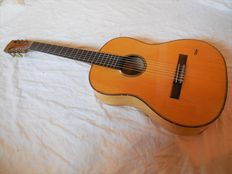 Collector's item - original old HOPF guitar in maple/spruce and with new strings