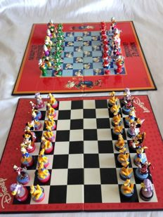 Chess and figures Disney Mickey Mouse 3 - D and Mortadelo and Filemón 1990