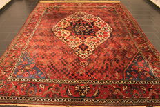 Antique old Persian carpet, Bachtiari, 265 x 360 cm, natural colours, made in Iran circa 1950