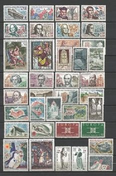 France 1963/1975 – Selection of 13 complete years, including Red Cross books – Yvert No. 1368/1862 and the 13 Red Cross books 1963/74 Yvert No. 2012/2023