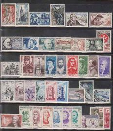 France 1956/1963 – Selection of 8 complete years – Yvert No. 1050/1403