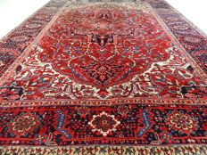 "Heriz - 344 x 265 cm - ""Impressive Persian rug - Oversized and in beautiful condition"""