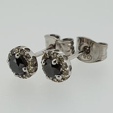 18kt white gold earrings with black and yellow diamonds 0,54ct