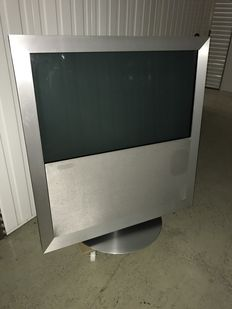 Bang & Olufsen BeoVision 5 Silver GREY on electric floor stand